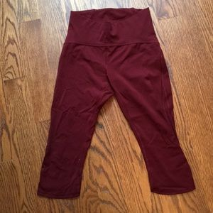 Lululemon Wunder Under cropped pants